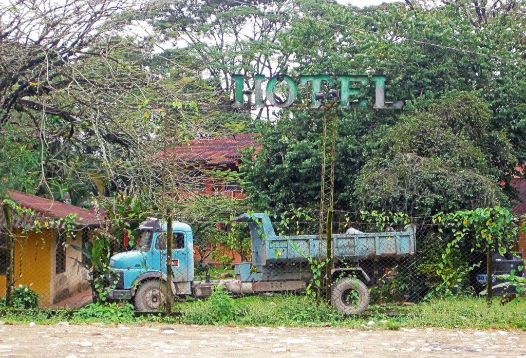 Alter Truck im Garten