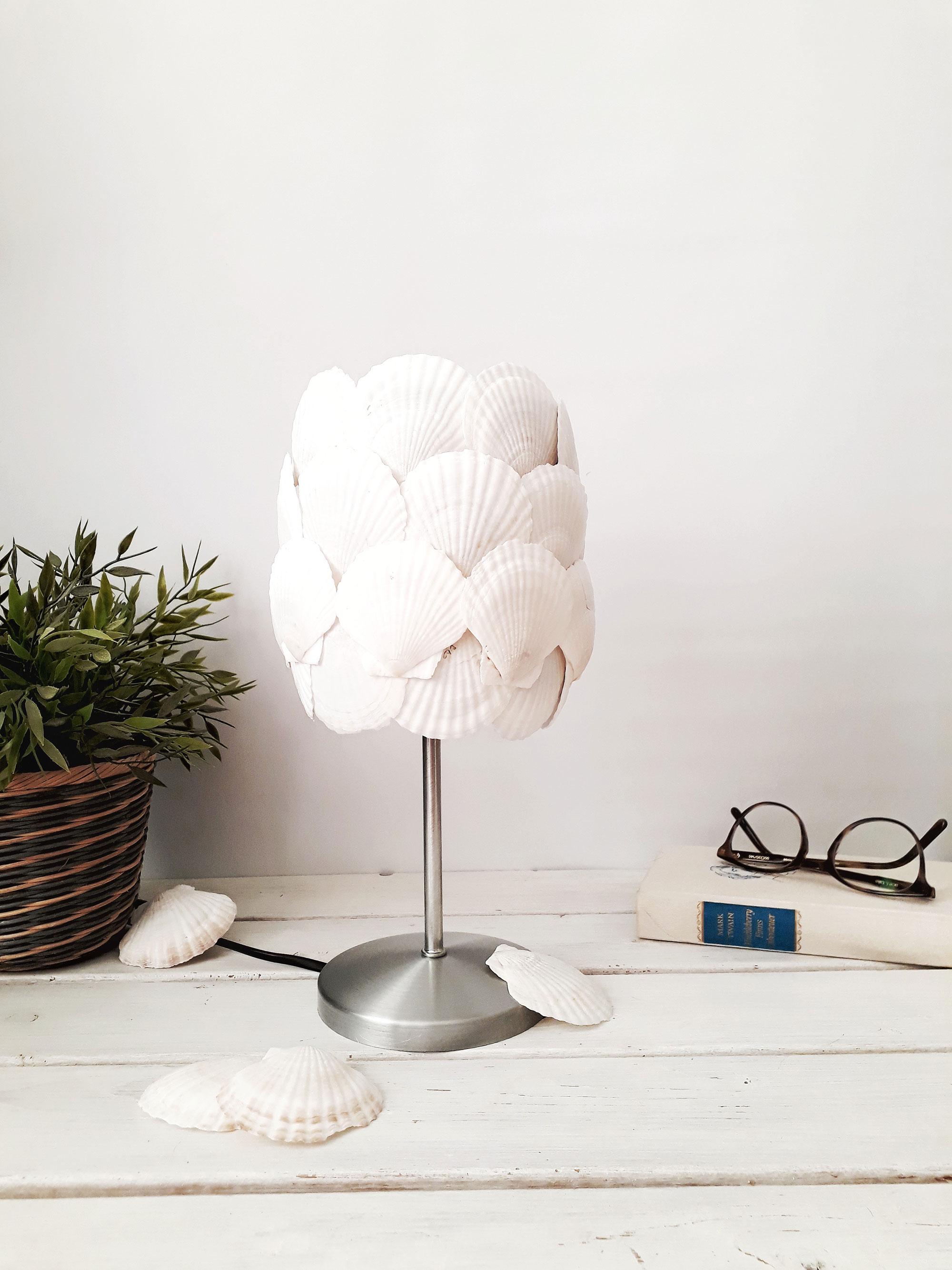 Maritime Muschel Lampe selbermachen – Upcycling Ikea Hack