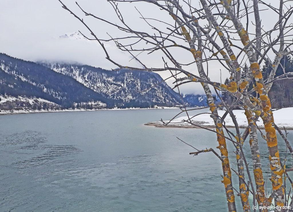 Achensee und Berge eisblau