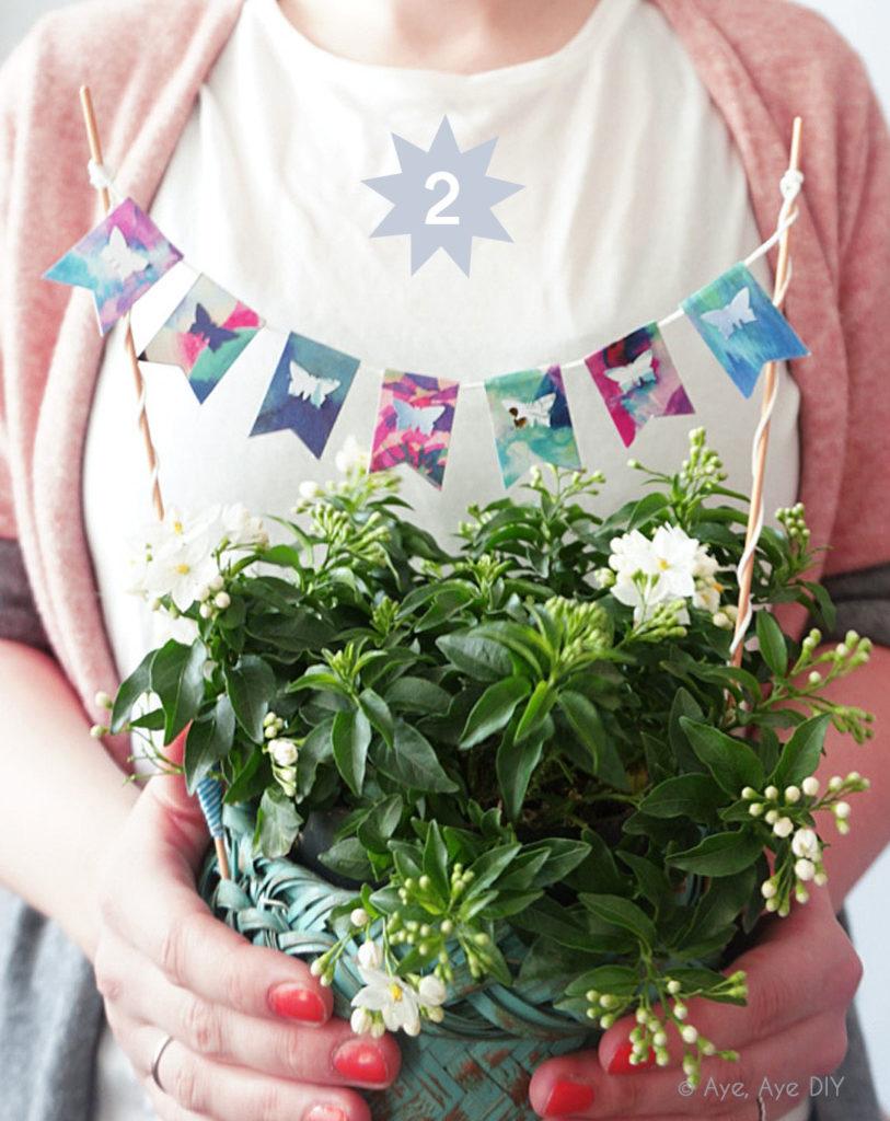 Blumentopf mit Wimpelkette