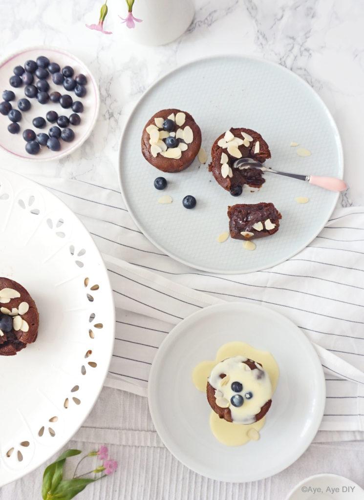Lava Cake Muffins mit Vanillesoße