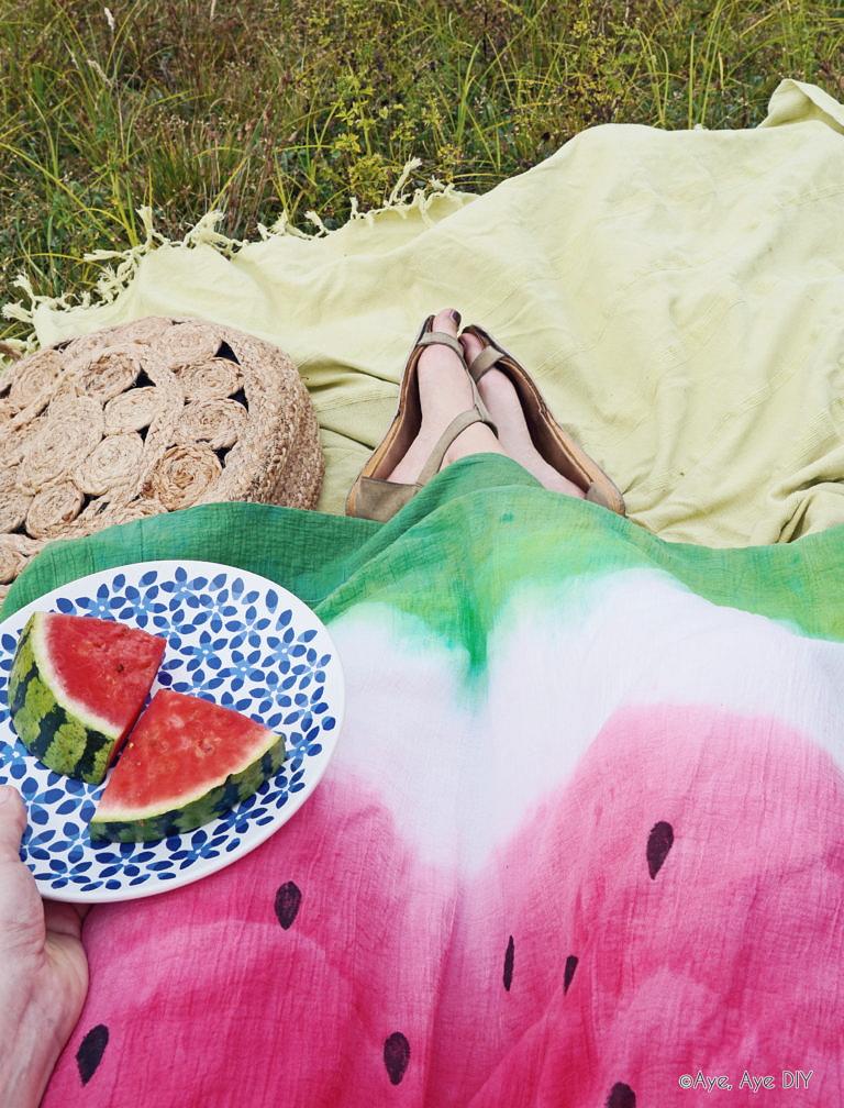 DIY mit Textilfarbe: Wassermelonen Batik Shirt & Rock – Dip Dye Technik