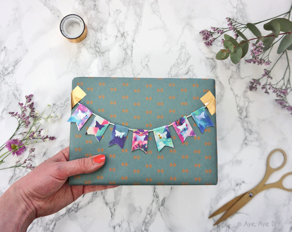 Geschenke verpacken mit Wimpelkette