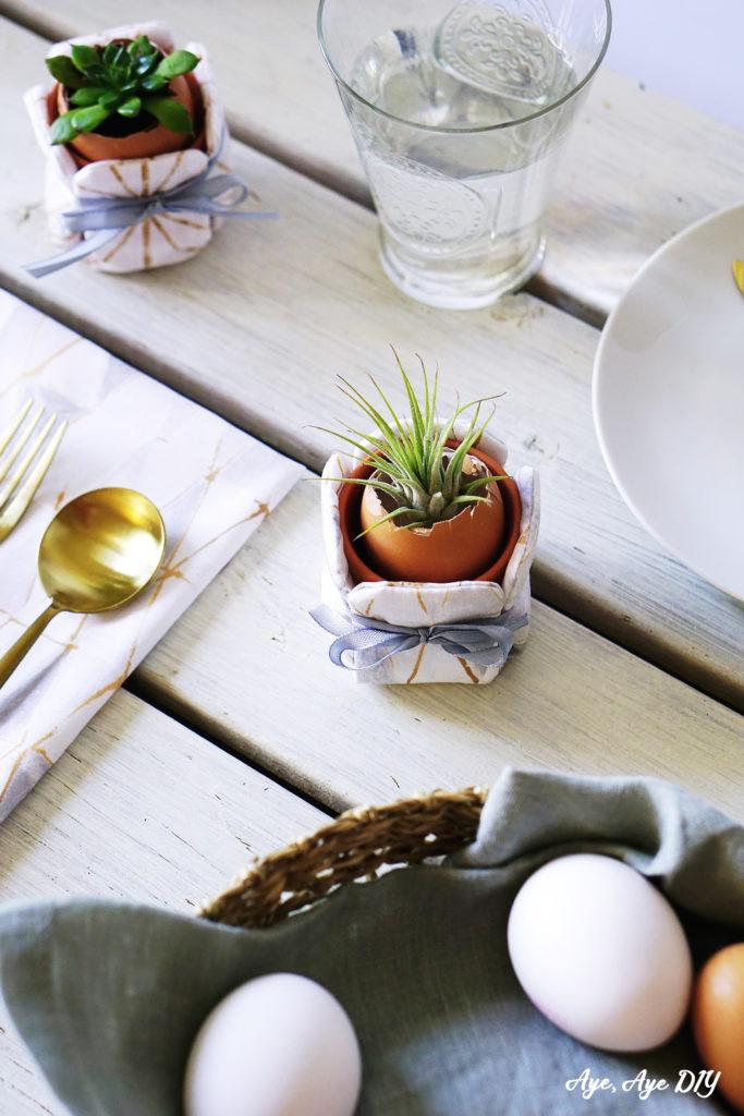 Ostereier Tischdeko mit Sukkulenten Blumentopfhusse