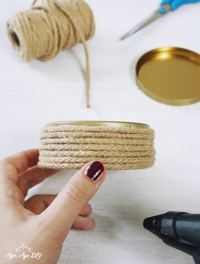 Schritt 2: Dosen mit Seil und Heißkleber Upcycling Anleitung DIY