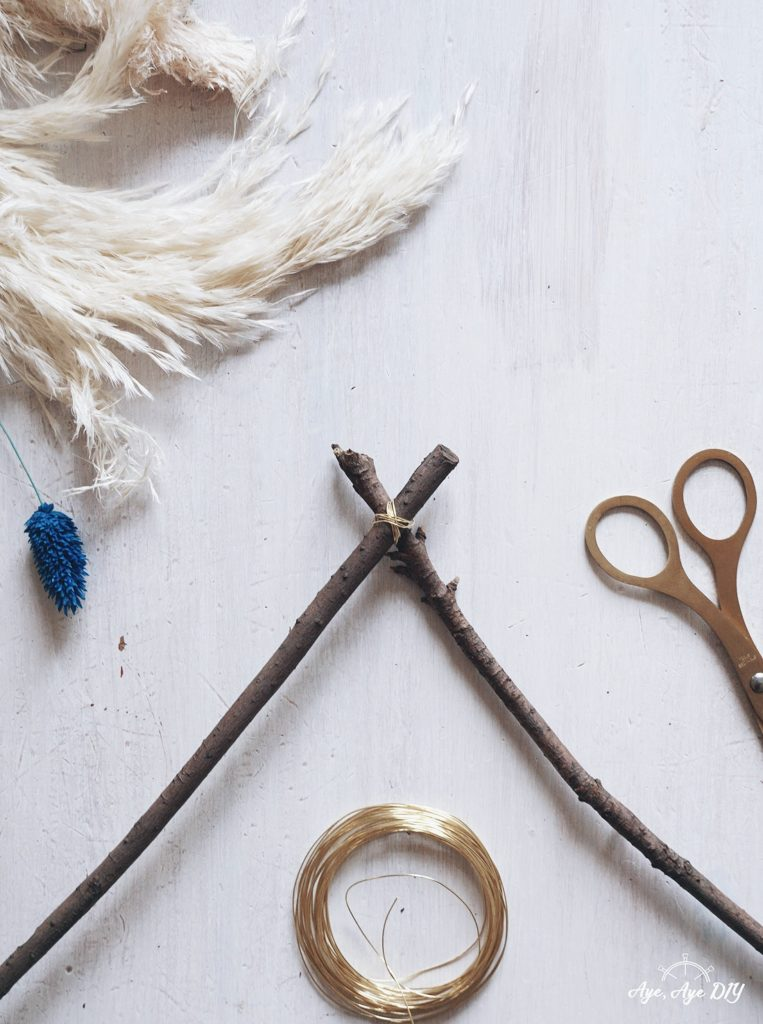 Äste mit Draht verbinden DIY Wreath