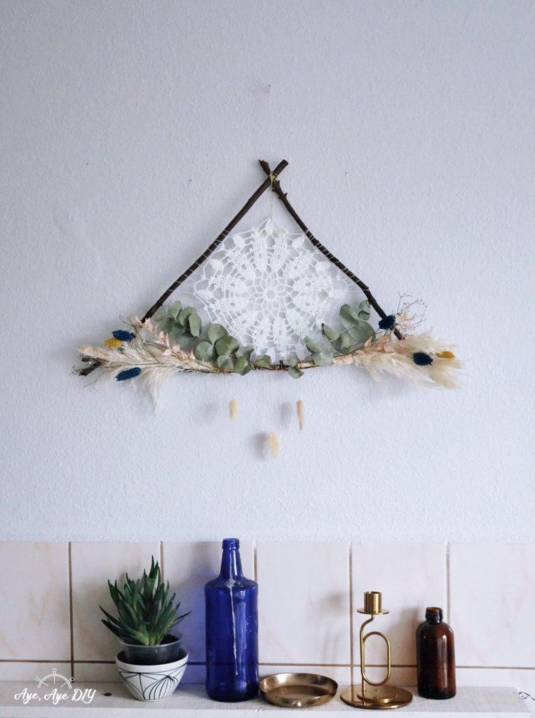 Traumfänger basteln mit Ästen Traumfänger selber machen DIY Wreath Herbst Dekoration Idee mit Trockenblumen