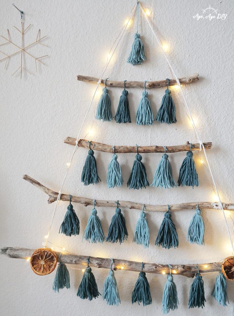 boho Weihnachtsbaum aus Ästeln basteln Anleitung Tasseln fest machen