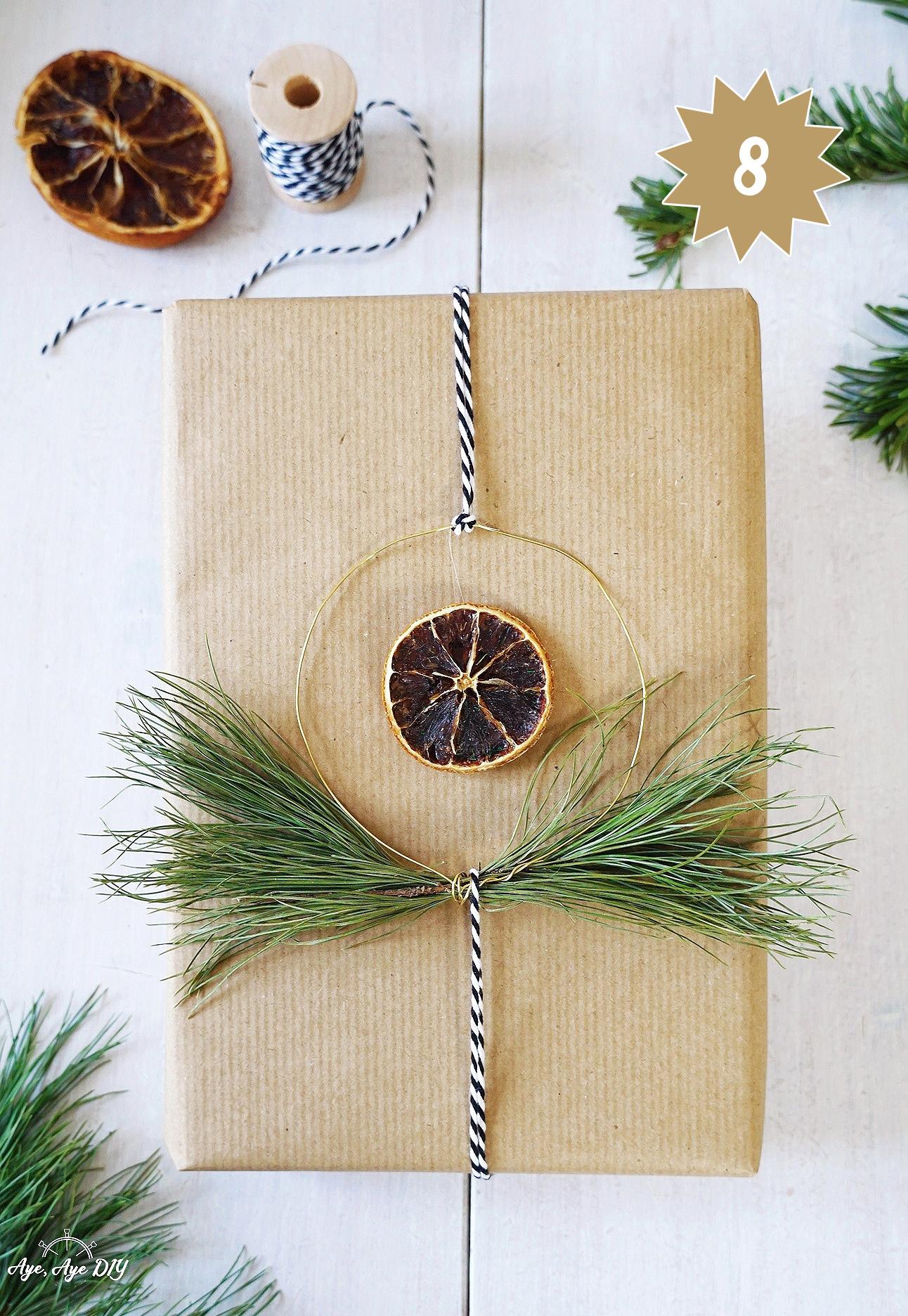 Geschenke nachhaltig verpacken mit Packpapier und Naturmaterialien