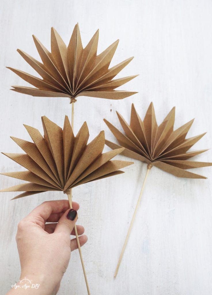 Palmenblätter basteln Palmspeer Ergebnis aus Papier