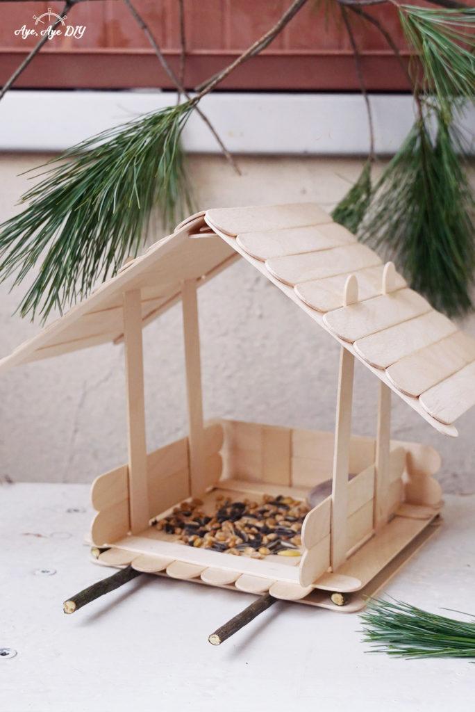Vogelhaus selber bauen aus Holz