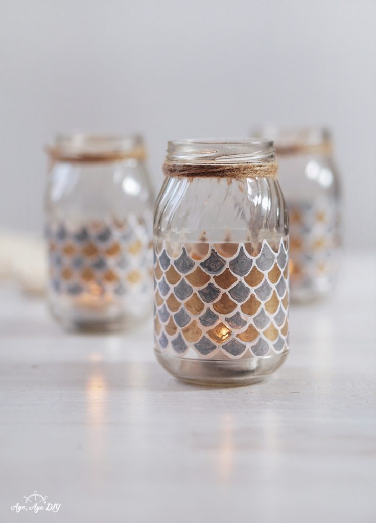 Fertiges Ergebnis: Windlicht Glas selber machen, Glas dekorieren mit Fischschuppen Muster