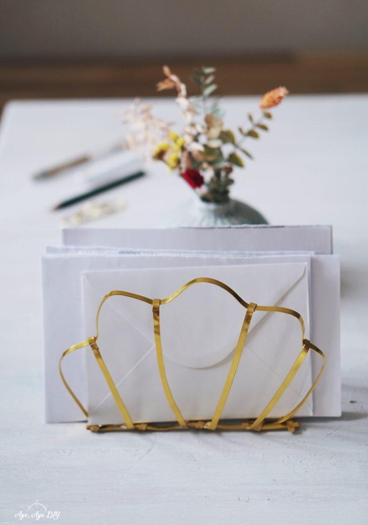 Schreibtisch Organizer selber machen: Briefablage gold in Muschel Form