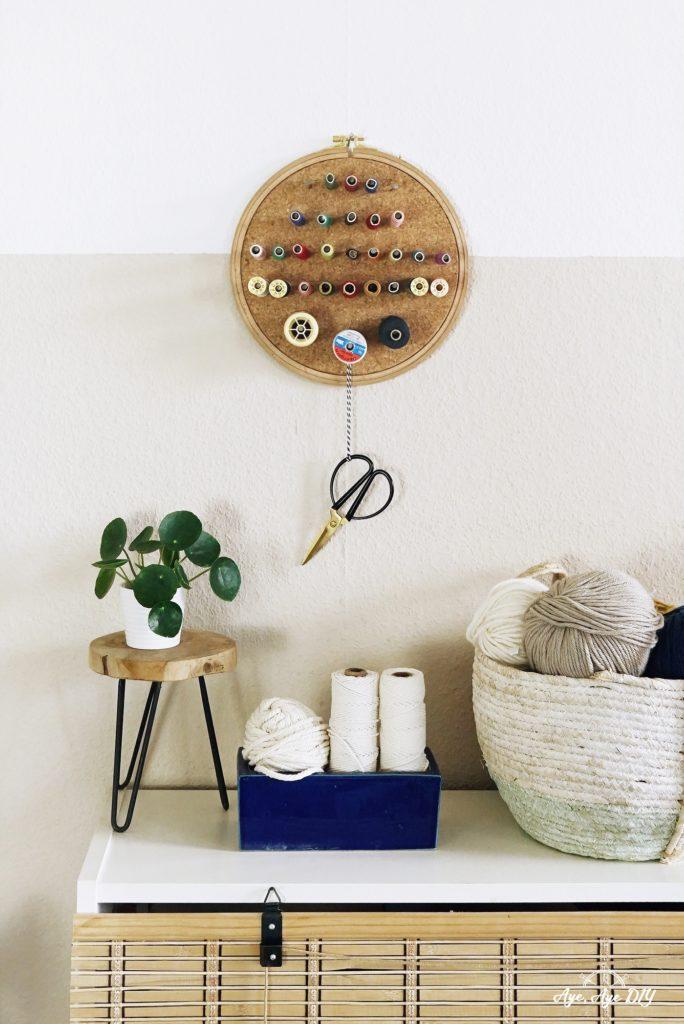 Garnrollenhalter DIY aus Kork im Stickrahmen