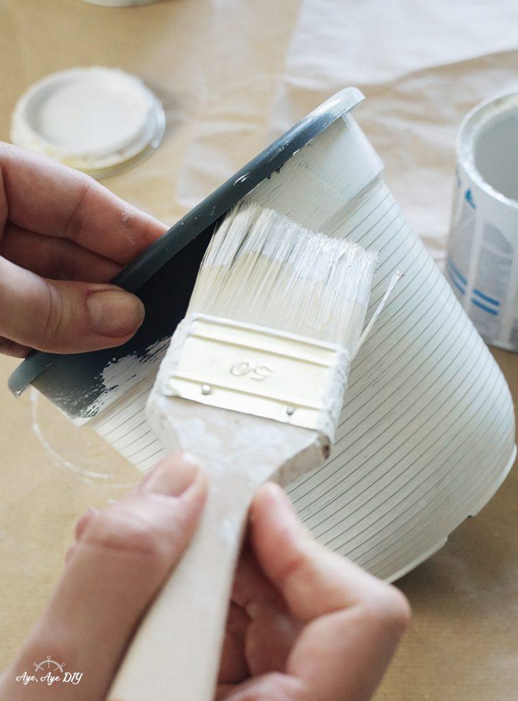 Blumentopf bemalen mit Farbe - Blumentopf DIY Upcycling